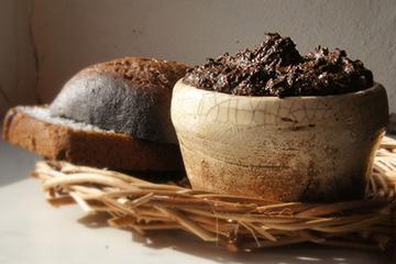 Маска на основе хлеба