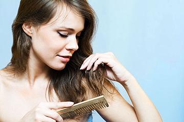 Могут ли во время месячных выпадать волосы