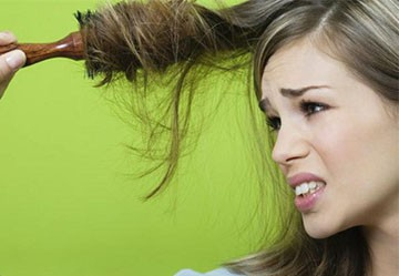 Выпадение волос у девушек