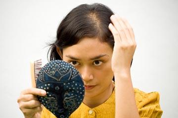 Выпадение волос - противопоказание к наращиванию