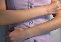 Обесцвечивание волос на руках
