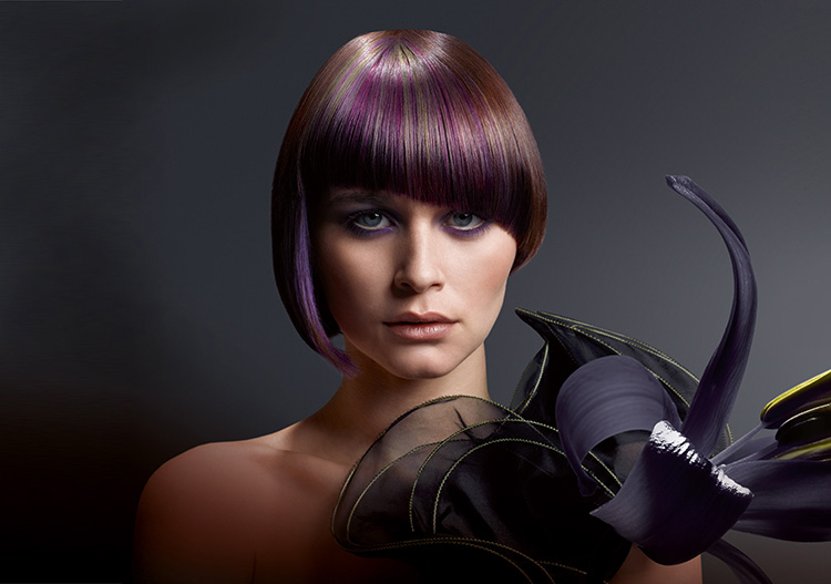 Окрашивание отдельных прядей в фиолетовый цвет