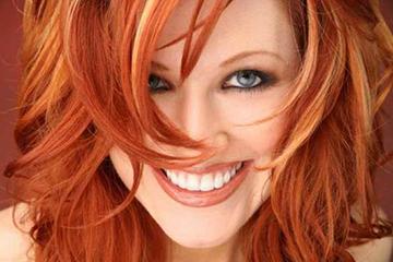 Светлые пряди на рыжих волосах