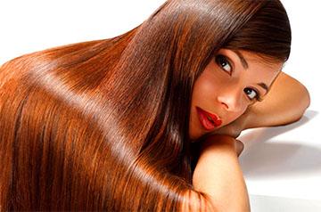 Женщина с ламинированными волосами