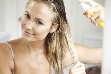 Распыление эмульсии по волосам