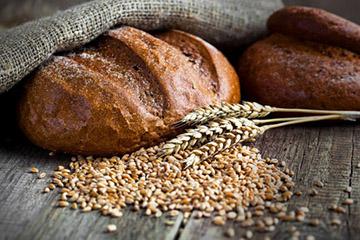 Черный хлеб против жирности волос