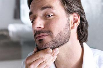 Мужчина отращивает бороду