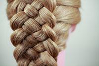 Косичка на длинных волосах