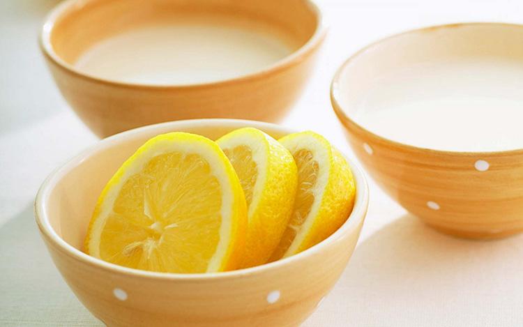 Лимонный сок и кокосовое масло